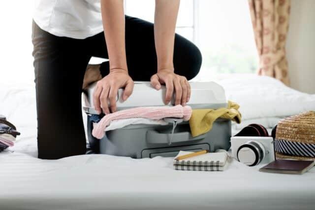 doblar bien la ropa para una maleta