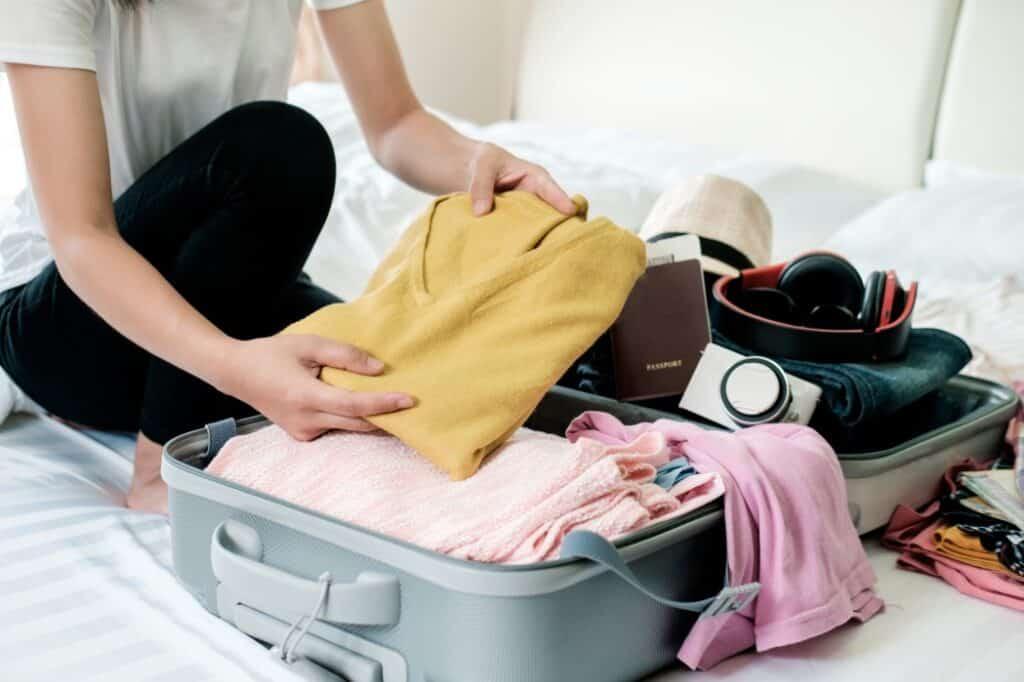 preparar maleta para viajes o vacaciones
